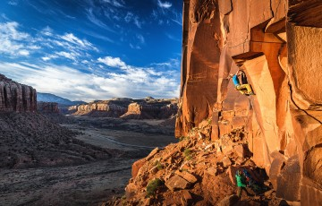 Jonas Gessler on Death of a cowboy (5.13-), Indian Creek, Utah
